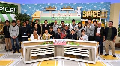 日本海テレビのスタッフと集合写真